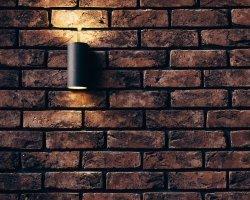 Cegły na ścianie – nowy trend w dekoracji mieszkania